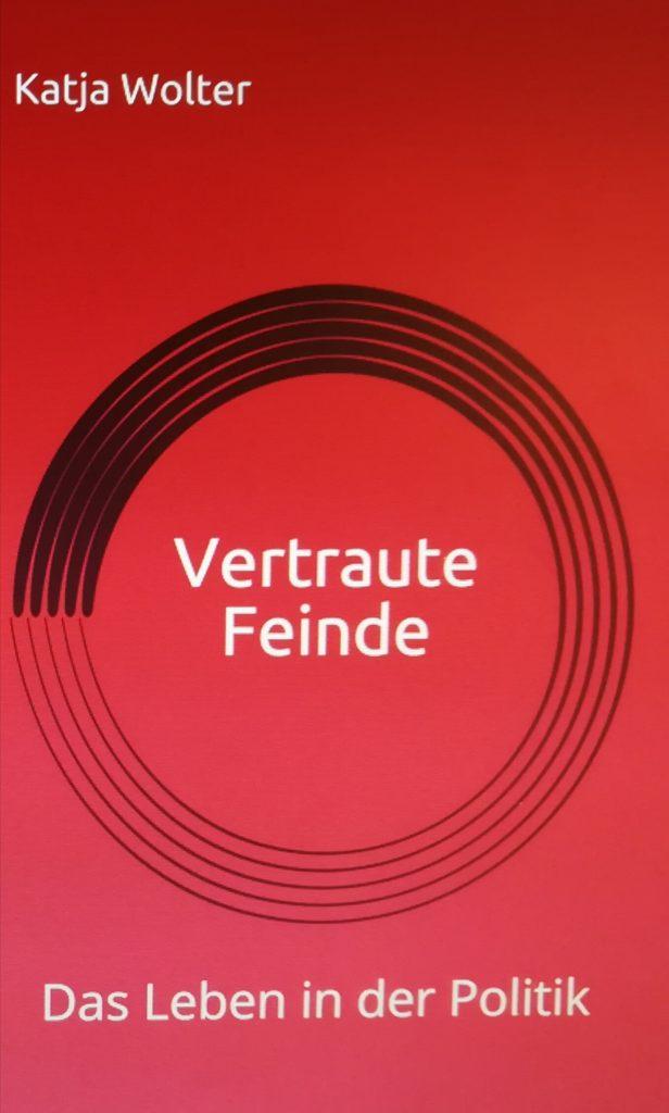 Politikcoach Katja Wolter interviewt Politiker aus den Bundestag für ihr Buch Vertraute Feinde