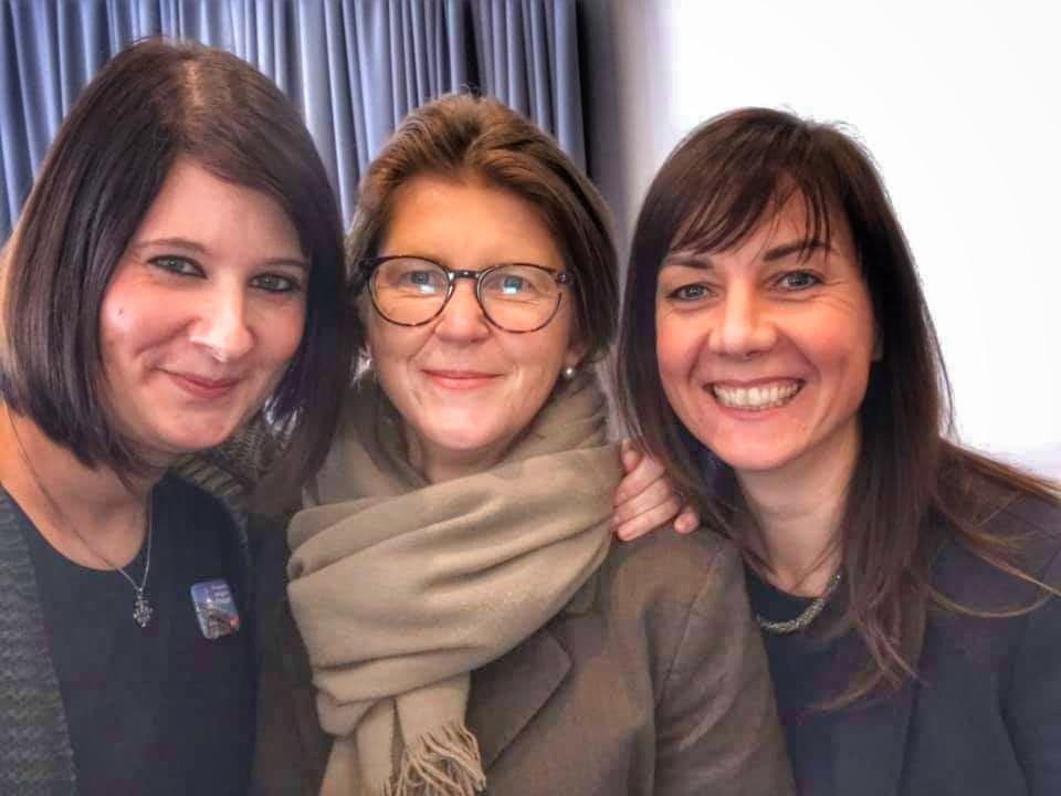 v.l.n.r. Landtagsabgeordnete Ann Christin von Allwörden, Justizministerin Katy Hoffmeister, Katja Wolter