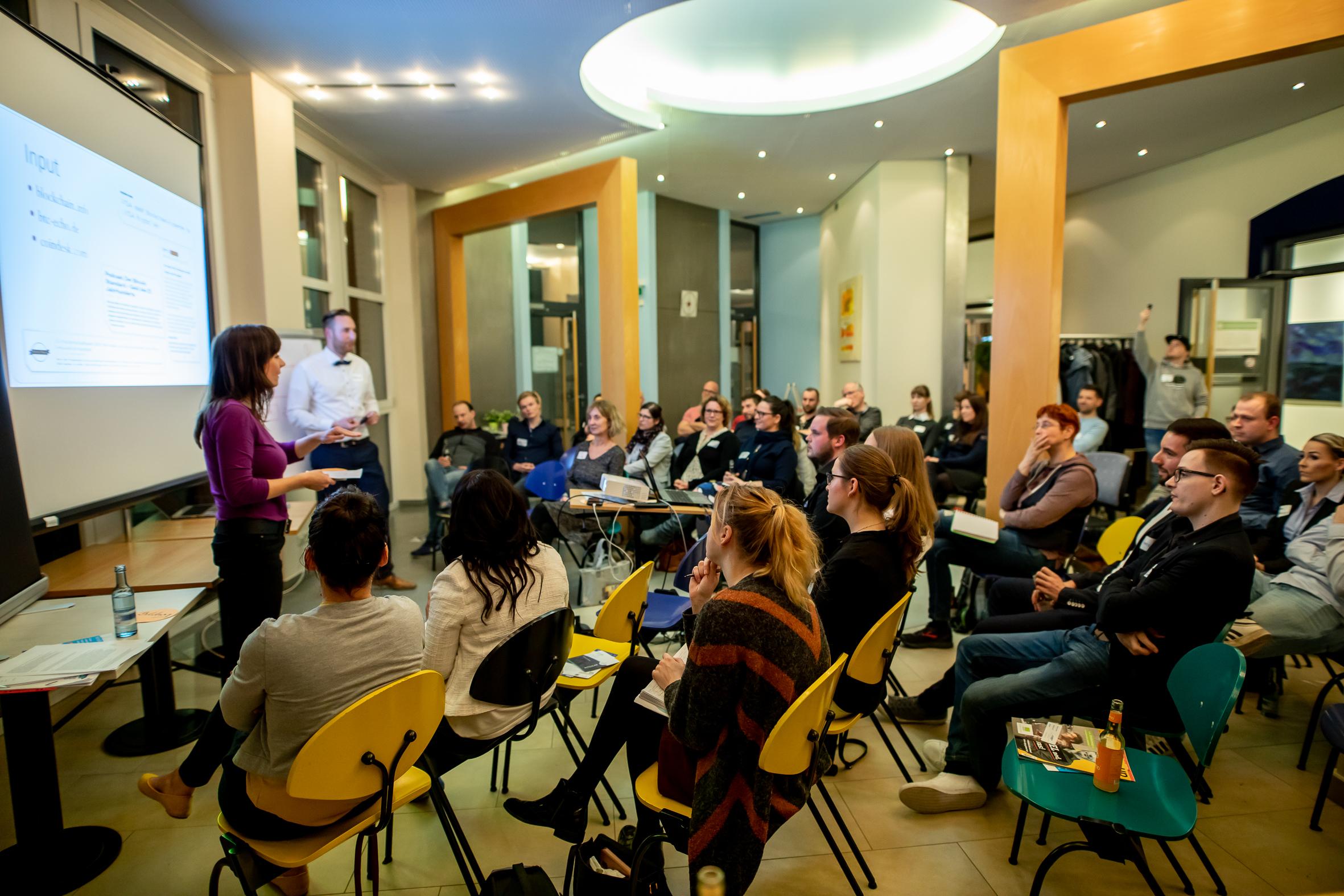 Trainerin Katja Wolter bietet interaktive Seminare & Trainings für Wissenschaftlerinnen und Wissenschaftler